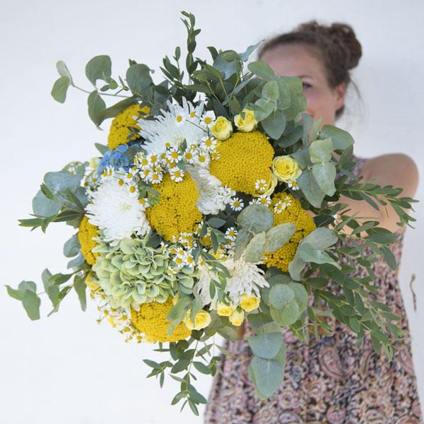 Bouquet de fleurs fraîches aux couleurs solaires